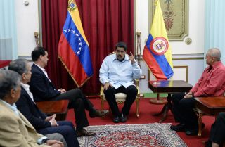 Venezuelan President Nicolas Maduro (C), Colombian lead negotiator Frank Pearl (C-L), and the ELN guerrilla known as Antonio Garcia (C-R) are pictured with members of their delegations at Miraflores presidential palace in Caracas on March 30.