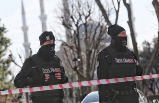 Turkish police secure the area after an explosion in the central Istanbul Sultanahmet district on January 12, 2016 in Istanbul, Turkey.