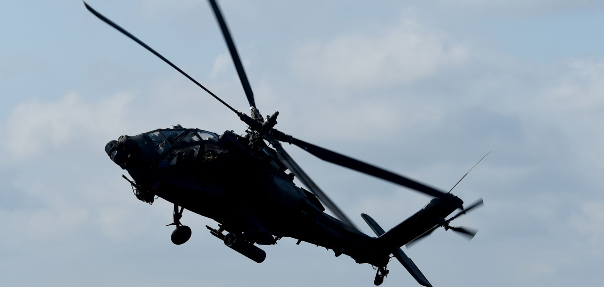 """An image of a combat helicopter, type """"Apache,""""of the U.S. Army."""