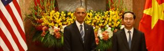 On his first visit to Hanoi, U.S. President Barack Obama announced that the United States would lift its ban on arms sales and transfers to Vietnam.
