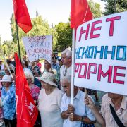 This photo shows protesters rallying against the Russian government's proposal to raise the country's official retirement age.